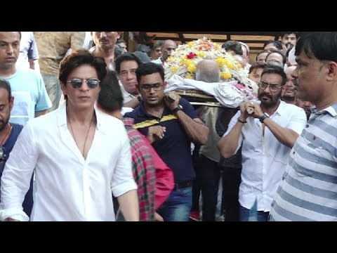 Shahrukh Khan EMOTIONAL At Ajay Devgan Father Funeral