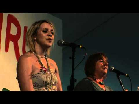 Linda and Lisa Griffiths, Traditional Welsh Love Song