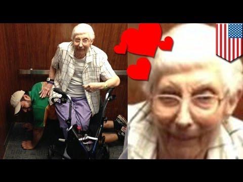 Сезар Лариос позволил старушке посидеть у себя на спине