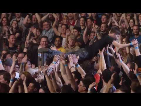 """""""Longview (Fan Stage Dives) & Youngblood"""" Green Day@Petersen Events Pittsburgh 3/25/17"""