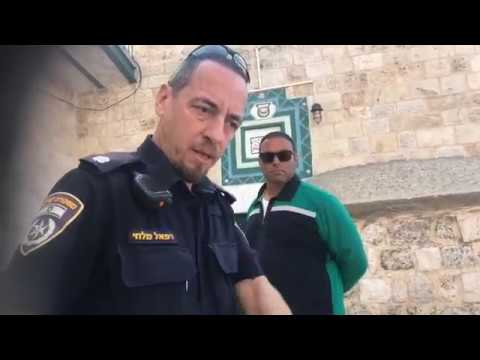 In Jerusalem: Muslim extorting money & assaulting pastor David Lynn for worshipping at Holy Site