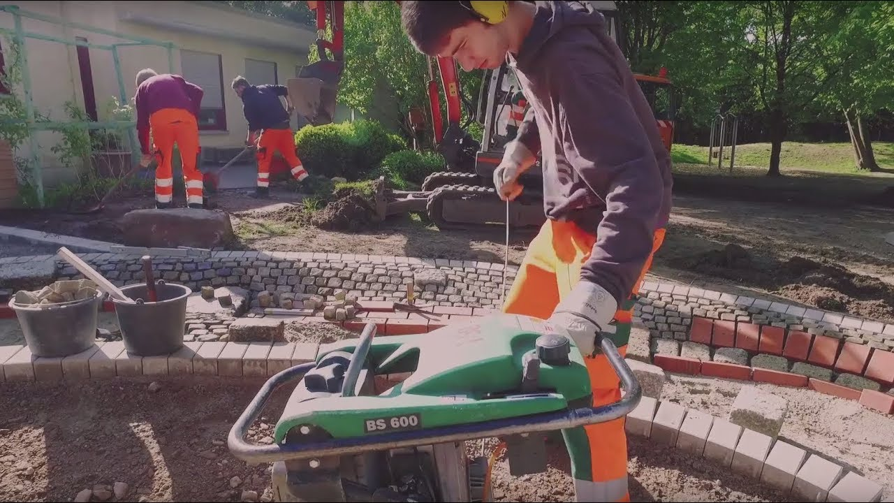Ausbildung Zum Gärtner Mit Der Fachrichtung Garten Landschaftsbau