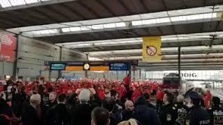Ankunft Fans des Halleschen FC auf dem Bahnhof München