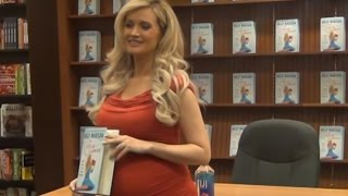 Pregnant with her second baby, Holly Madison signing his new book ''The vegas diaries'' in Las Vegas