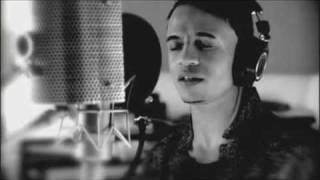 video para o haiti • Everybody Hurts • Official Music Video