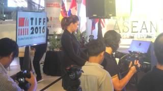 พิธีกร สองภาษา Bilingual (MC) ภาษาอังกฤษ-ไทย งาน Thailand International Furniture Fair (TIFF) 2016