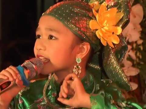 Bé Hương Giang than dong hat xam o Viet Nam