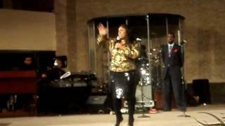 "Kim Burrell Singing ""Daily I Will Worship Thee"""