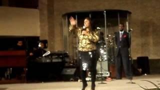 "Kim Burrell Singing ""Daily I Will Worship Thee"""
