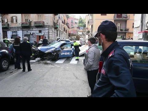 Napoli, poliziotto morto per sventare un furto in banca: l'auto travolta dai criminali