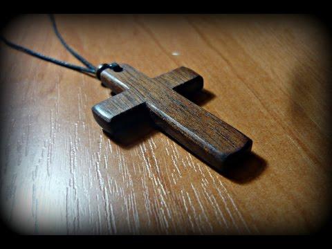 Простой нательный крест из красного дерева