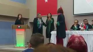 BARO BAŞKANI ELİNİ SIKMAYAN AVUKATA KONUŞMA HAKKI VERMEDİ- esgundem26.com