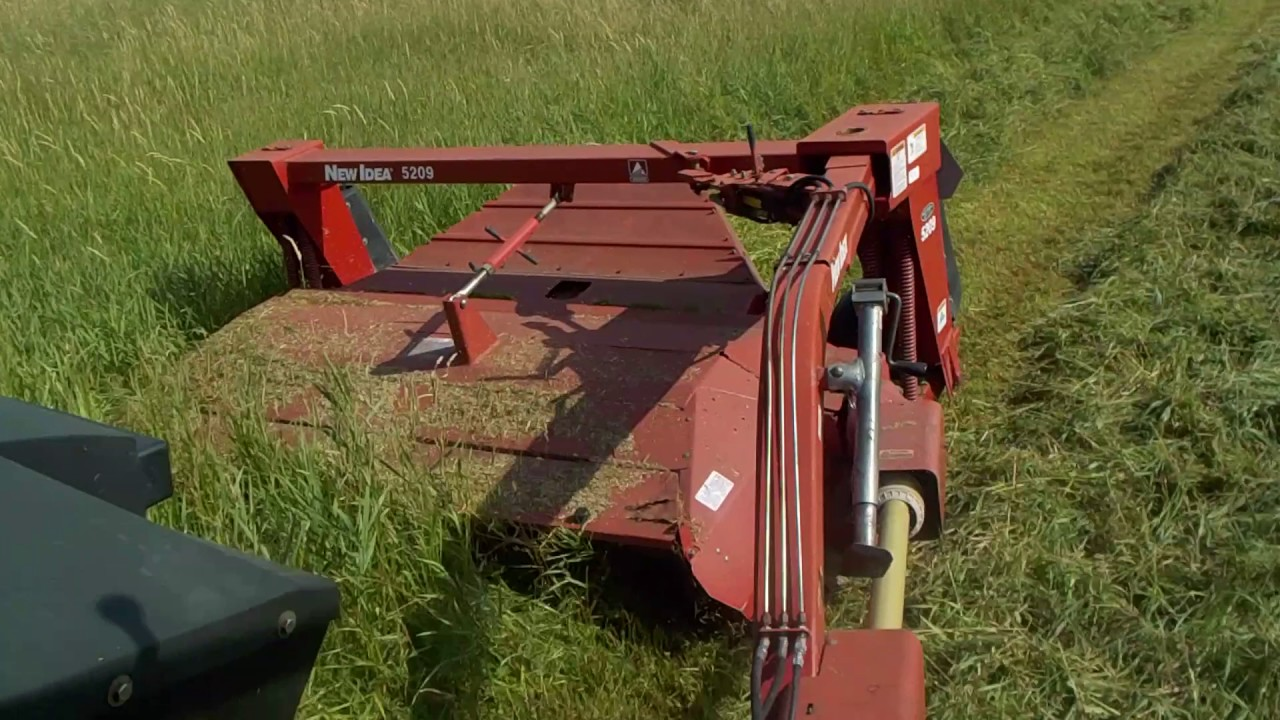 mowing hay with the new idea 5209 youtube rh youtube com New Holland 408 Discbine 1411 Discbine