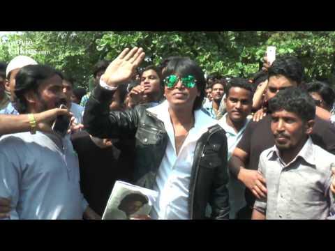 Shahrukh Khan's Duplicate Shooting For FAN Movie Outside Mannat On 50th BIRTHDAY