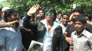 Shahrukh Khans Duplicate Shooting For FAN Movie Outside Mannat On 50th BIRTHDAY