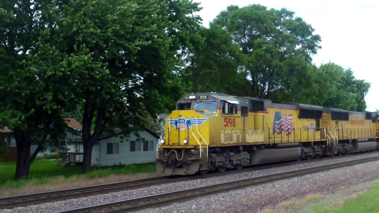 UP 5198 with WB freight races UP 9026 with short WB intermodal