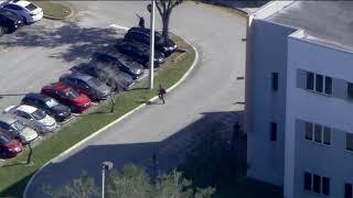 Vídeo mostra atirador em escola da Flórida, nos Estados Unidos