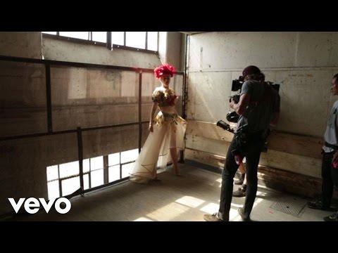 Gwen Stefani - Misery (Behind The Scenes)