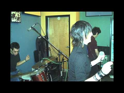Yeah Yeah Yeahs Live On WFMU Radio 2002 (best live gig they ever did...)