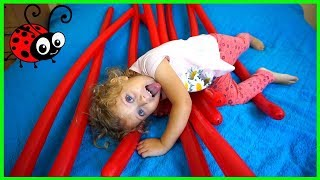 Video Educativ Learn Colors with Balloons Five Little Babies jumping on the Bed