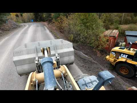 Download A day at work Caterpillar 972M XE wheel loaders loads truck