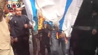"""أنصار """"الإرهابية""""ببنى سويف يحرقون إعلام الإمارات وأمريكا وإسرائيل"""