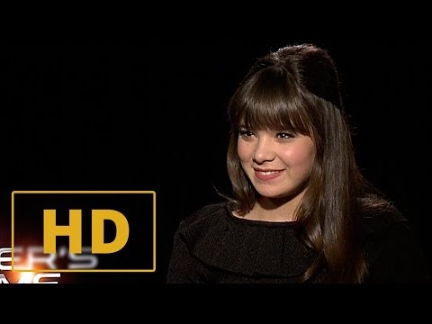 Ender's Game - Hailee Steinfeld Interview HD (2013)