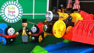 Thomas and Friends Wooden Railway Train Races | Thomas Toy Train Jumping Competition