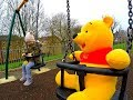 GIANT WINNIE THE POOH Playground Playing*Playing with Toys*WINNIE THE POOH*クマ遊び場スイングスライドをプレイする