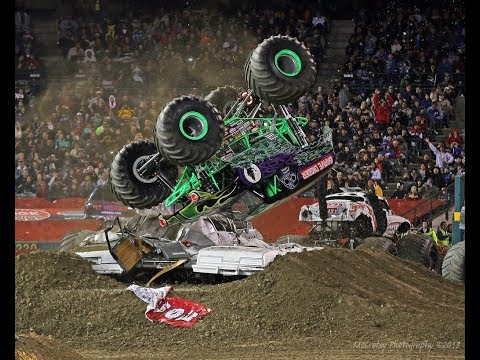 Monster Jam Top 10 Dennis Anderson, Grave Digger Crashes!