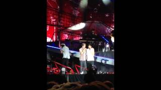 one direction harry styles niall horan narry wwa tour philly 8 14 2014