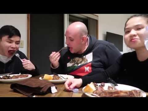 Vlog 228| Mr. Hood Vào Bếp Làm Steak Đãi Johnny