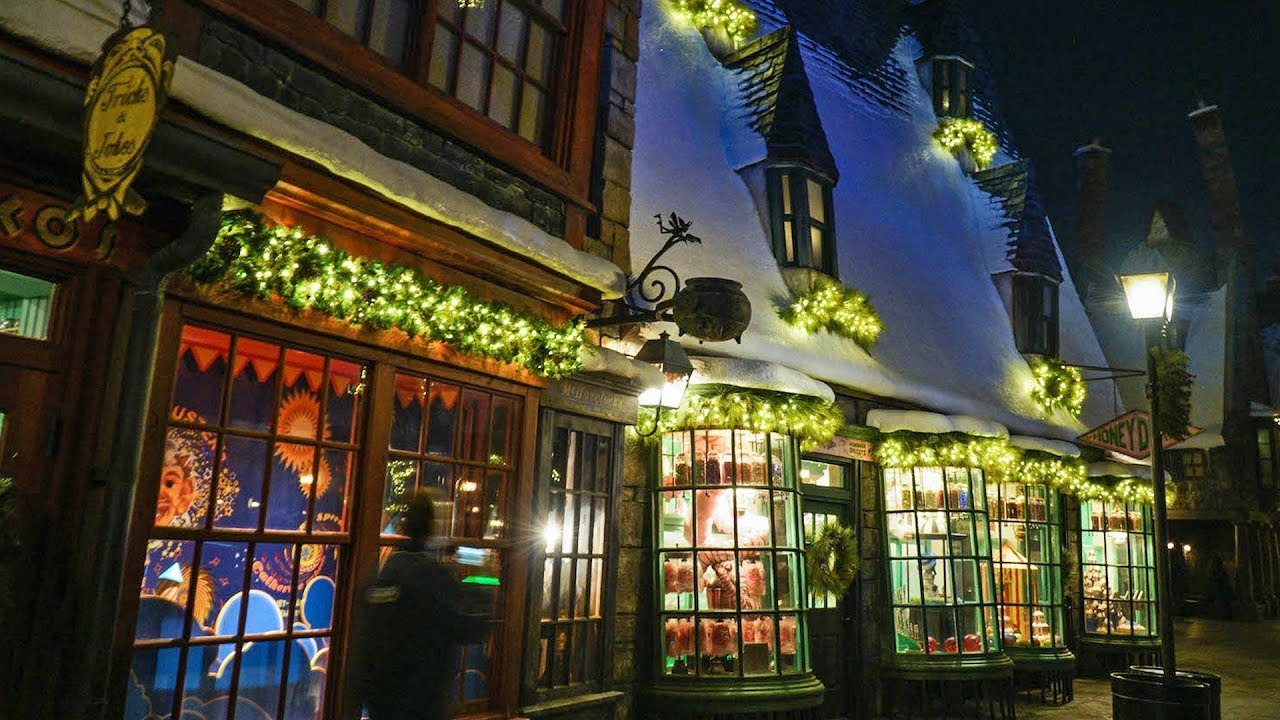 christmas in the wizarding world of harry potter nighttime tour at universal studios hollywood