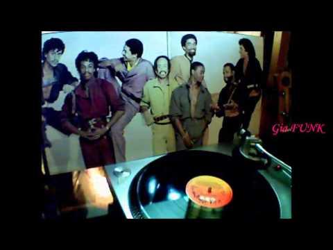 earth-wind-&-fire---moonwalk---1983