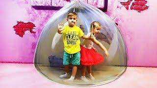 रोमा और डायना ने पैराडाइज़ म्यूज़ियम में 3D आर्ट से खेला