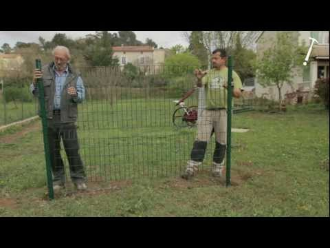 Placer une cl ture de jardin doovi - Peindre grille rouillee ...