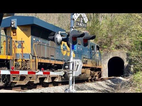 CSX Auto Racks Disappear Into Tunnel!