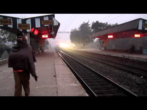 [HD] HWH WDM-3A 14138 thundering with Guwahati - Bangalore Express