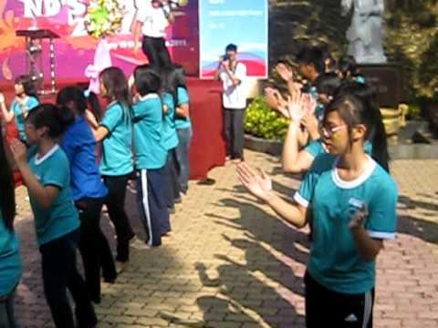 Múa dân vũ 11B3 (Chicken Dance + Té nước )