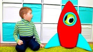 Хелпик собрал ракету игрушку и полетел на луну Для детей kids children