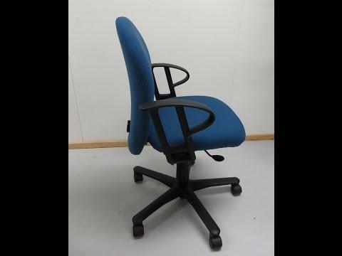 Zelf Bureaustoel Stofferen.Een Moderne Bureaustoel Herstofferen Youtube