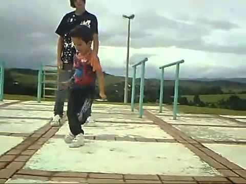 Видео: Мальчишки  хорошо капают малой вообще молодец