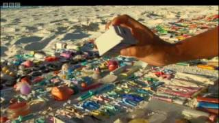Plastic swallowed by albatrosses in the Pacific ocean - Hawaii: Message in the Waves - BBC
