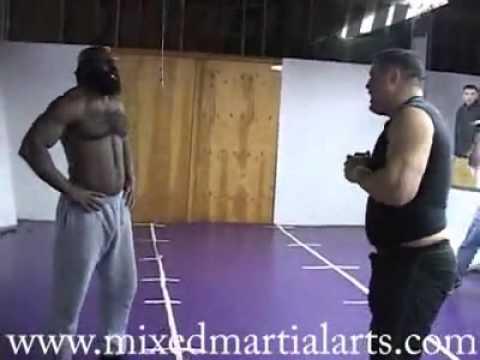 Tận mắt xem các trận đấu kiểu MMA đường phố