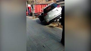 Dos peatones, heridos leves en un accidente de coche