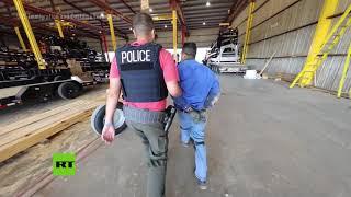 Detienen a 160 inmigrantes ilegales tras una redada sorpresa a una fábrica en Texas