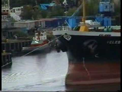 Bulk ships on the Clyde