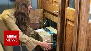 The front door that parcel thieves hate - BBC News