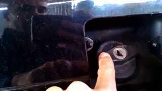 Как открыть сломанную крышку бензобака с замком