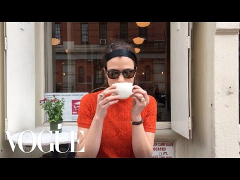 watch-chanel's-easy-runway-hair-go-from-black-tie-to-brunch---vogue